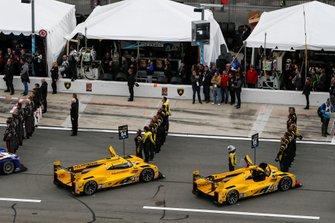 Автомобили участников перед гонкой