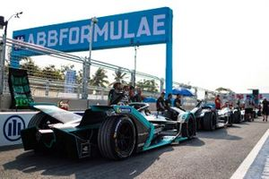 Nelson Piquet Jr., Panasonic Jaguar Racing, Jaguar I-Type 3, in a queue in the pit lane