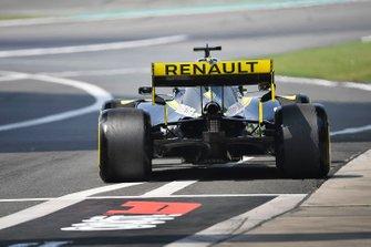 Daniel Ricciardo, Renault F1 Team R.S.19, leaves the pit lane