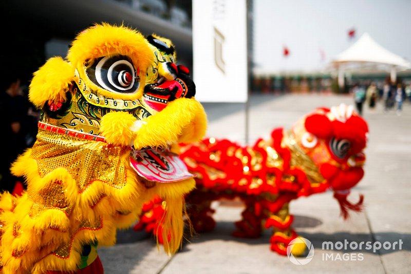 Ambiance chinoise dans le paddock