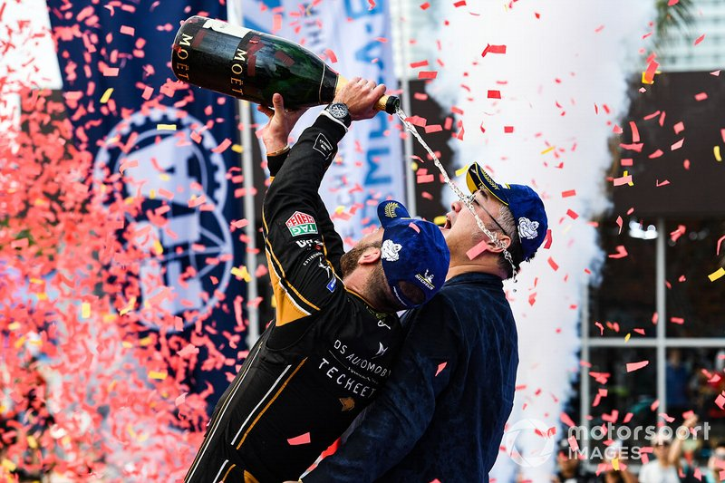 Jean-Eric Vergne, DS TECHEETAH, celebrates with a team representative