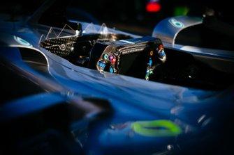 Le volant de la Mercedes AMG F1 W10