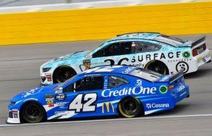 Kyle Larson, Chip Ganassi Racing, Chevrolet Camaro Credit One Bank, Matt Tifft, Front Row Motorsports, Ford Mustang Surface Sunscreen / Tunity
