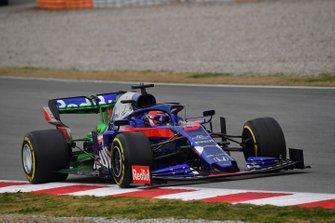 Daniil Kvyat, Scuderia Toro Rosso STR14 with aero paint