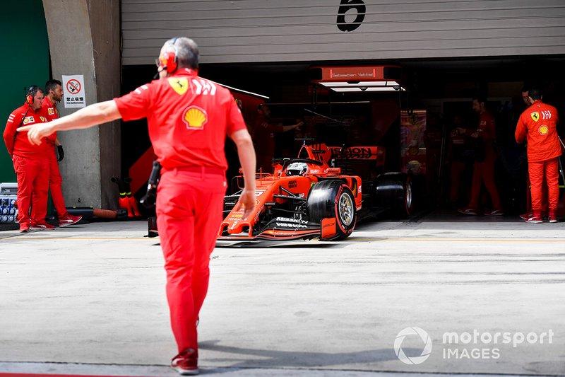 Sebastian Vettel, Ferrari SF90, lascia il garage