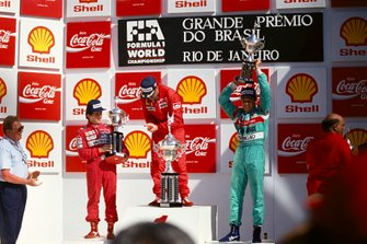 Podio: Ganador Nigel Mansell, Ferrari, segundo lugar Alain Prost, McLaren, tercer lugar Mauricio Gugelmin, Marzo