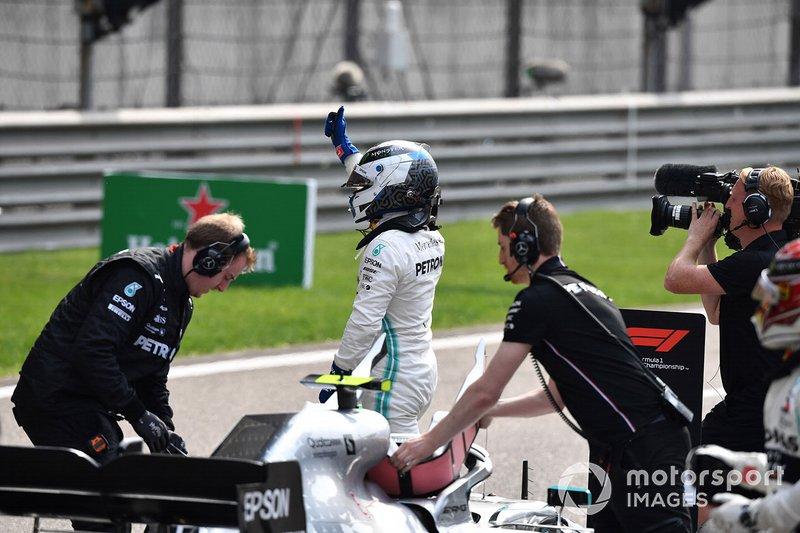 Il poleman Valtteri Bottas, Mercedes AMG F1, arriva in griglia