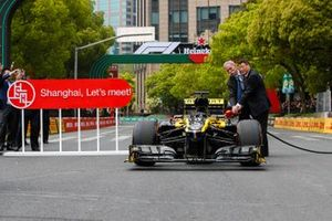 Unveiling car with Chase Carey, Chairman, Formula 1
