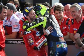 Tweede Valentino Rossi, Yamaha Factory Racing, derde Andrea Dovizioso, Ducati Team in parc ferme