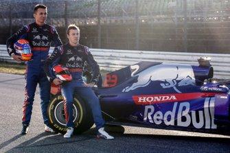 Alexander Albon, Scuderia Toro Rosso STR14 and Daniil Kvyat, Toro Roso STR14