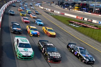 Pace-Laps in Richmond in Three-Wide-Formation