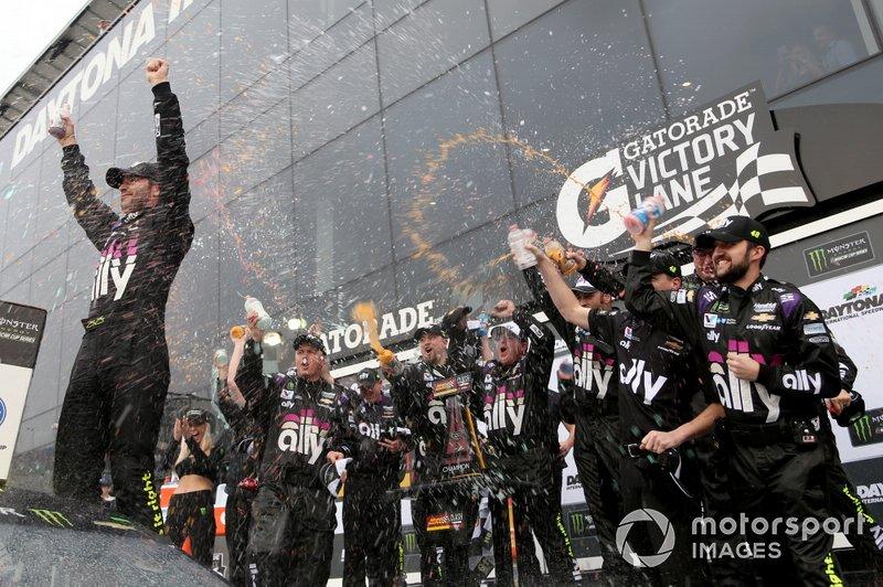 Winner Jimmie Johnson, Hendrick Motorsports, Chevrolet Camaro Ally