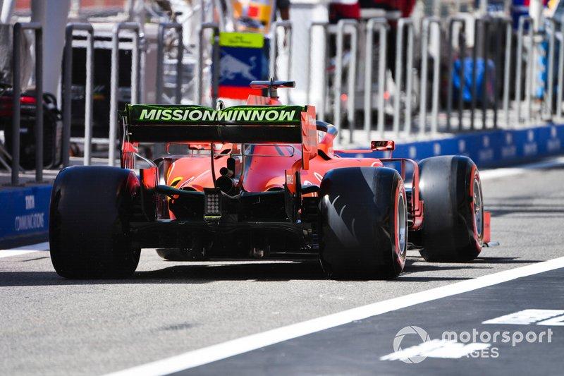 Sebastian Vettel, Ferrari SF90, con la vernice flo wiz sull'ala posteriore