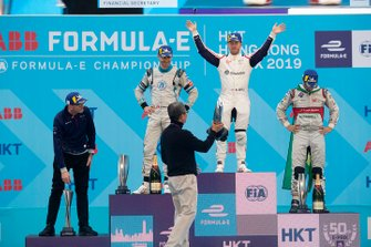 Race winner Sam Bird, Envision Virgin Racing receives his trophy on the podium alongside Edoardo Mortara, Venturi Formula E, 2nd position, Lucas Di Grassi, Audi Sport ABT Schaeffler, 3rd position
