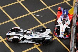 Jose Maria Lopez, Dragon Racing, Penske EV-3, Pascal Wehrlein, Mahindra Racing, M5 Electro, manquent de s'accrocher sous drapeau jaune
