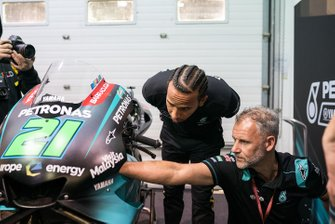 Lewis Hamilton with the bike of Franco Morbidelli, Petronas Yamaha SRT