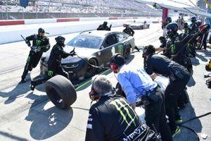 Kurt Busch, Chip Ganassi Racing, Chevrolet Camaro Monster Energy pit stop