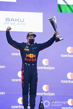 Juri Vips, Hitech Grand Prix, 1st position, on the podium with his trophy