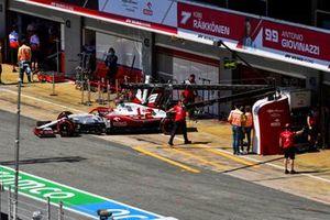 Kimi Raikkonen, Alfa Romeo Racing C41Kimi Raikkonen, Alfa Romeo Racing C41, leaves the garage