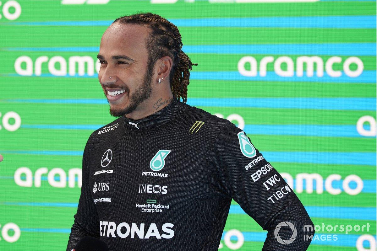 Lewis Hamilton, Mercedes, al Parc Ferme dopo aver conquistato la 100esima pole in F1