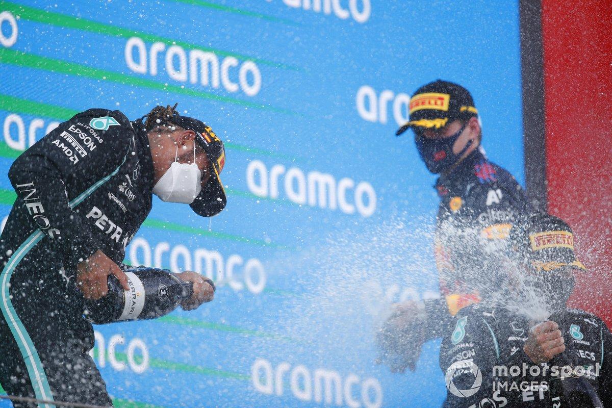 Podio: segundo lugar Max Verstappen, Red Bull Racing, ganador de la carrera Lewis Hamilton, Mercedes, tercer lugar Valtteri Bottas, Mercedes