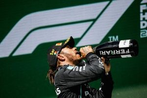 Lewis Hamilton, Mercedes, 1st position, drinks Champagne on the podium