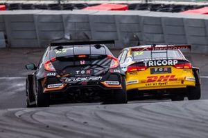 Tom Coronel, Comtoyou Racing, Audi RS 3 LMS TCR e Jack Young, Brutal Fish Racing Team, Honda Civic Type R TCR