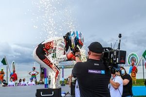 Lucas Di Grassi, Audi Sport ABT Schaeffler, célèbre sa victoire