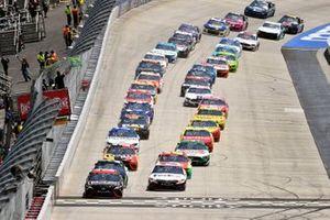 Start zum Drydene 400 in Dover: Martin Truex Jr., Joe Gibbs Racing, Toyota Camry Reser's Fine Foods, führt