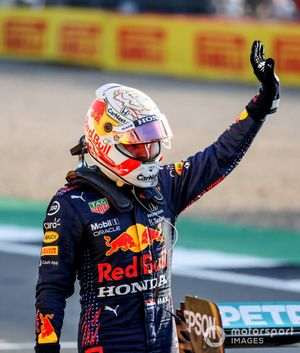 Max Verstappen, Red Bull Racing, waves from Parc Ferme after Qualifying