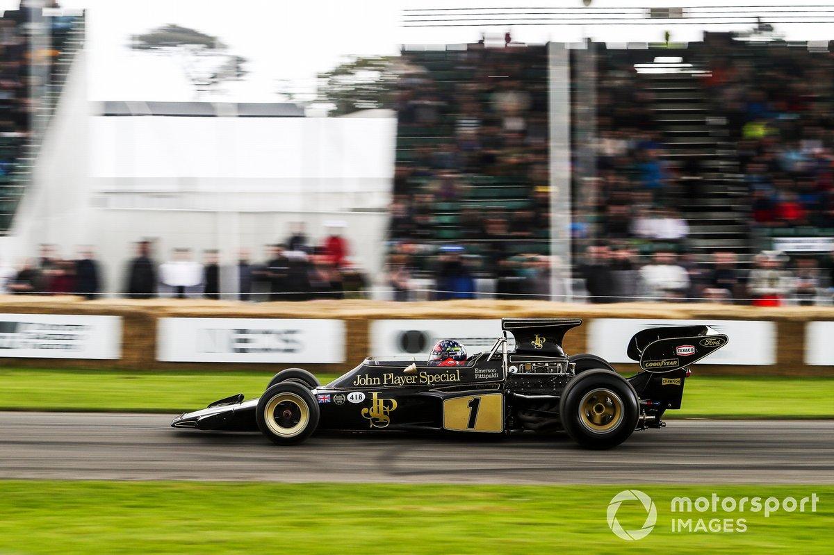Emerson Fittipaldi au volant de la Lotus 72 (1970)
