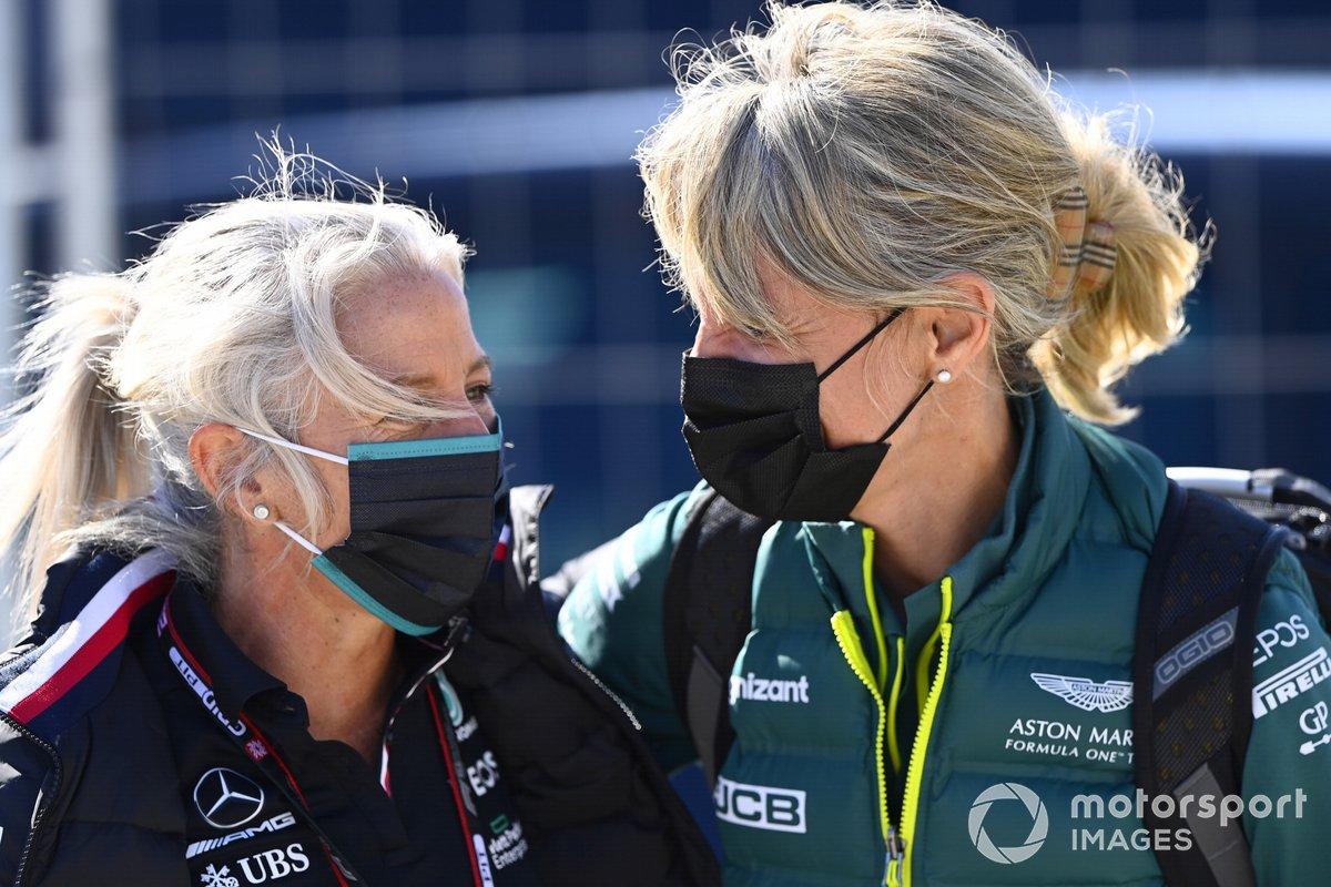 Angela Cullen, fisioterapeuta de Lewis Hamilton y Britta Roeske, directora de relaciones públicas de Lewis Hamilton, Mercedes