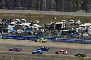 Alex Bowman, Hendrick Motorsports, Chevrolet Camaro Ally Neon Lights, Ryan Blaney, Team Penske, Ford Mustang Menards/Duracell