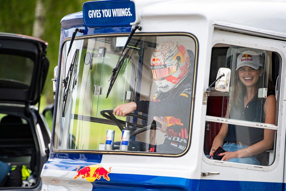 Catie Munnings en Max Verstappen, Red Bull Racing