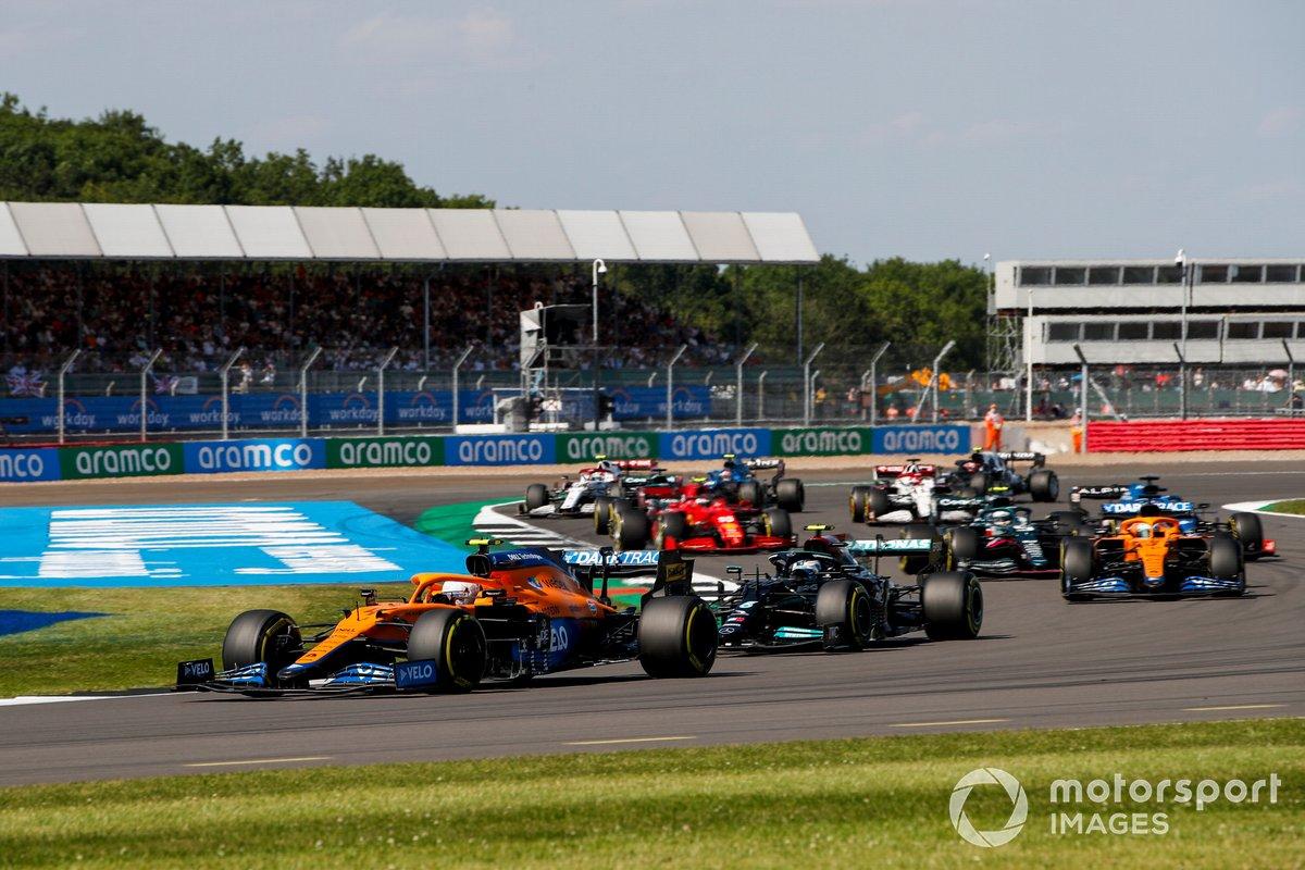 Lando Norris, McLaren MCL35M, Valtteri Bottas, Mercedes W12, Daniel Ricciardo, McLaren MCL35M, Sebastian Vettel, Aston Martin AMR21