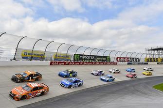 Daniel Suarez, Joe Gibbs Racing, Toyota Camry ARRIS e Jamie McMurray, Chip Ganassi Racing, Chevrolet Camaro GEARWRENCH