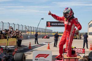 Yarış galibi Kimi Raikkonen, Ferrari, parc ferme