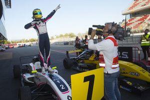 Il vincitore della gara Logan Sargeant, R-Ace GP