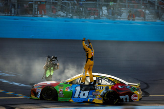 Kyle Busch, Joe Gibbs Racing, Toyota Camry M&M's celebrates