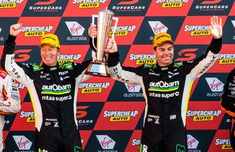 Podio: Craig Lowndes, Steven Richards, Triple Eight Race Engineering Holden