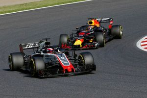 Romain Grosjean, Haas F1 Team VF-18 leads Daniel Ricciardo, Red Bull Racing RB14