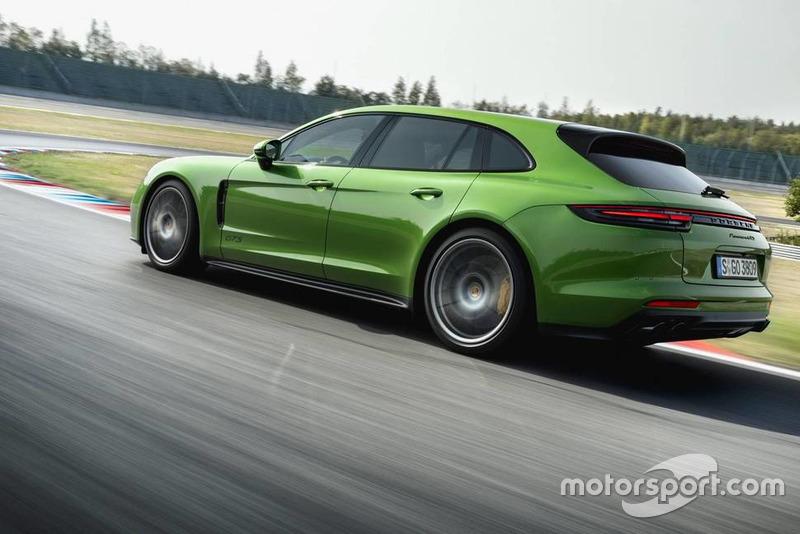 Porsche Panamera Sport Turismo 2019 року