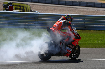 Explosion du moteur de Chaz Davies, Aruba.it Racing-Ducati SBK Team