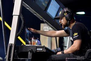 Martin Truex Jr., Furniture Row Racing, Toyota Camry Bass Pro Shops/5-hour ENERGY, Cole Pearn