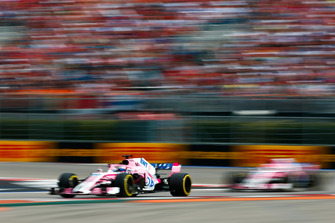 Sergio Perez, Racing Point Force India VJM11, voor Esteban Ocon, Racing Point Force India VJM11