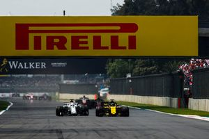 Nico Hulkenberg, Renault Sport F1 Team R.S. 18, Marcus Ericsson, Sauber C37