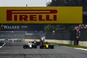 Nico Hulkenberg, Renault Sport F1 Team R.S. 18, leads Marcus Ericsson, Sauber C37
