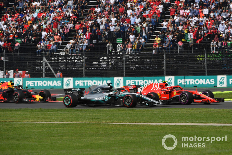 Lewis Hamilton, Mercedes-AMG F1 W09 EQ Power+ y Kimi Raikkonen, Ferrari SF71H