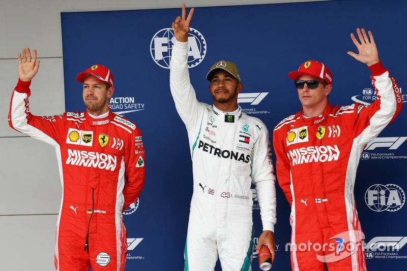 Ganador de la pole Lewis Hamilton, Mercedes AMG F1, segundo Sebastian Vettel, Ferrari, tercero Kimi Raikkonen, Ferrari,