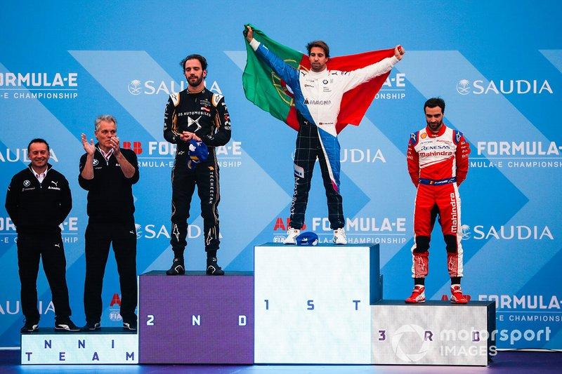 Antonio Felix da Costa, BMW I Andretti Motorsports, festeggia la vittoria sul podio con il secondo classificato Jean-Eric Vergne, DS TECHEETAH, il terzo classificato Jérôme d'Ambrosio, Mahindra Racing